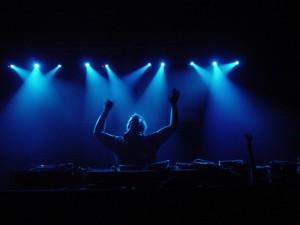 dj-dancing-1462436